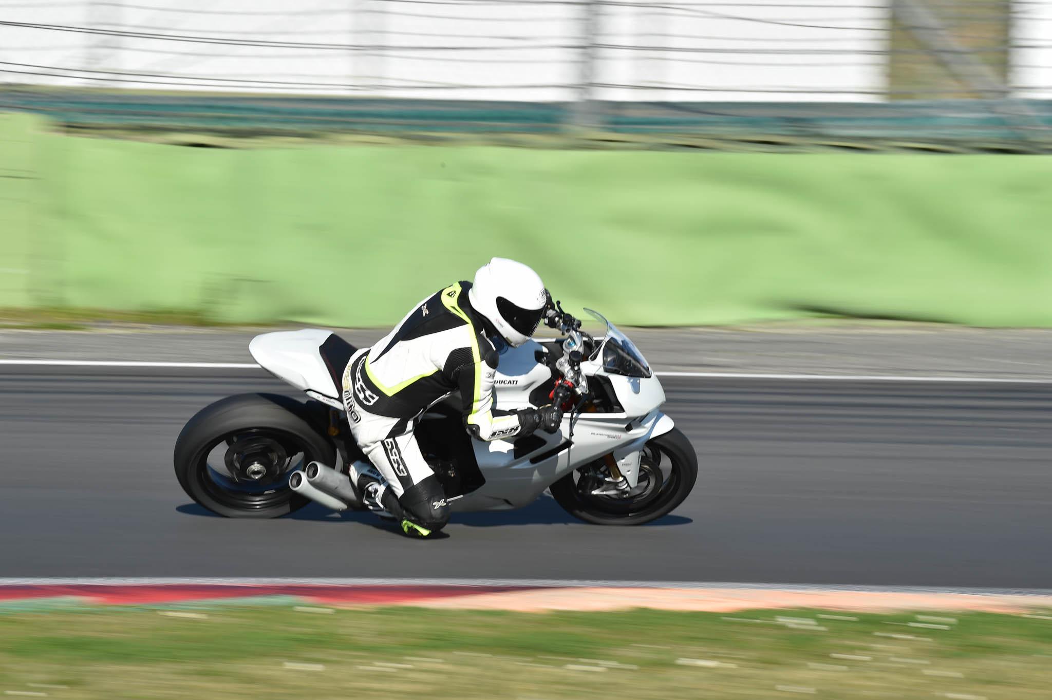 Ducati_SuperSport_950_2021-9
