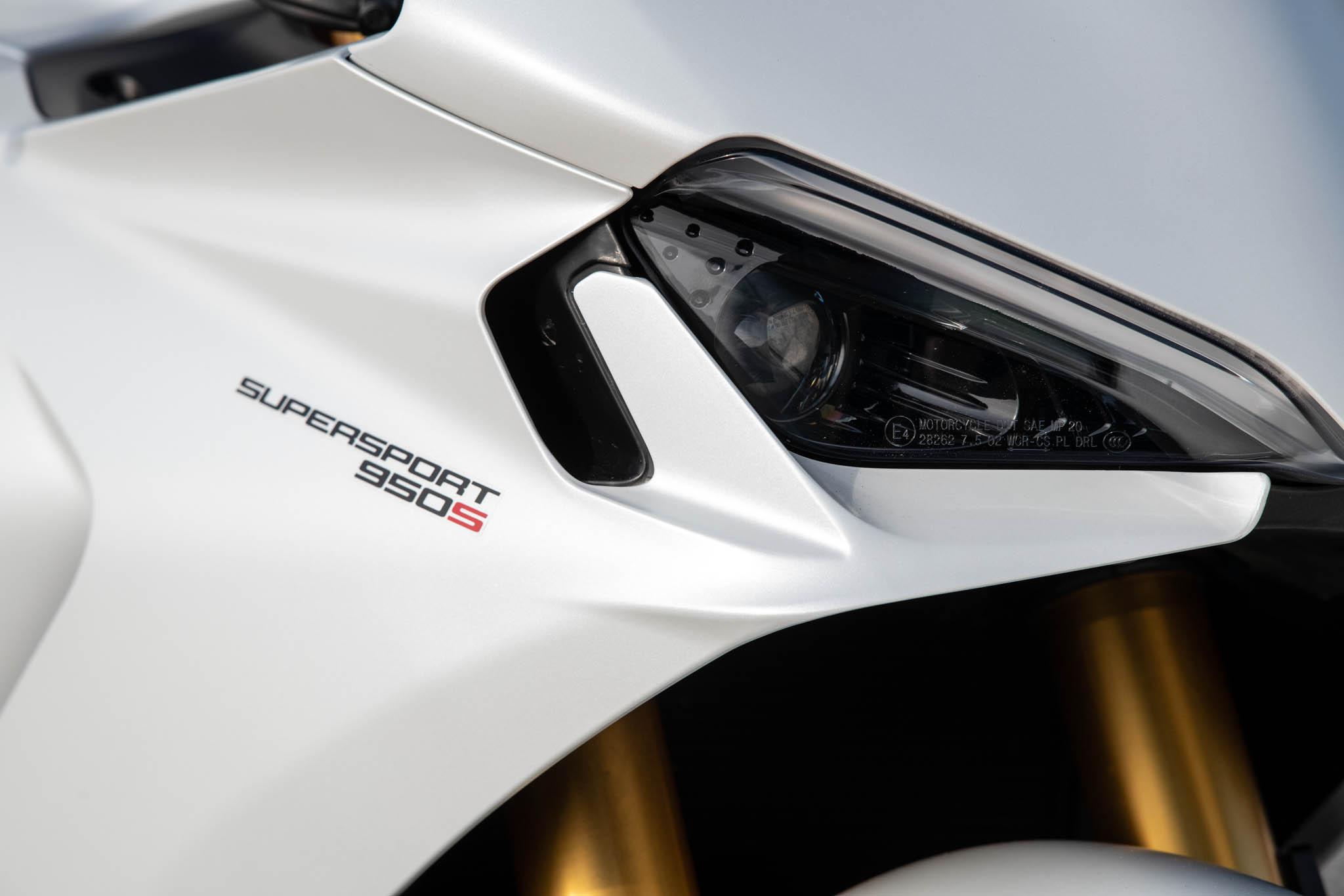 Ducati_SuperSport_950_2021_details-1