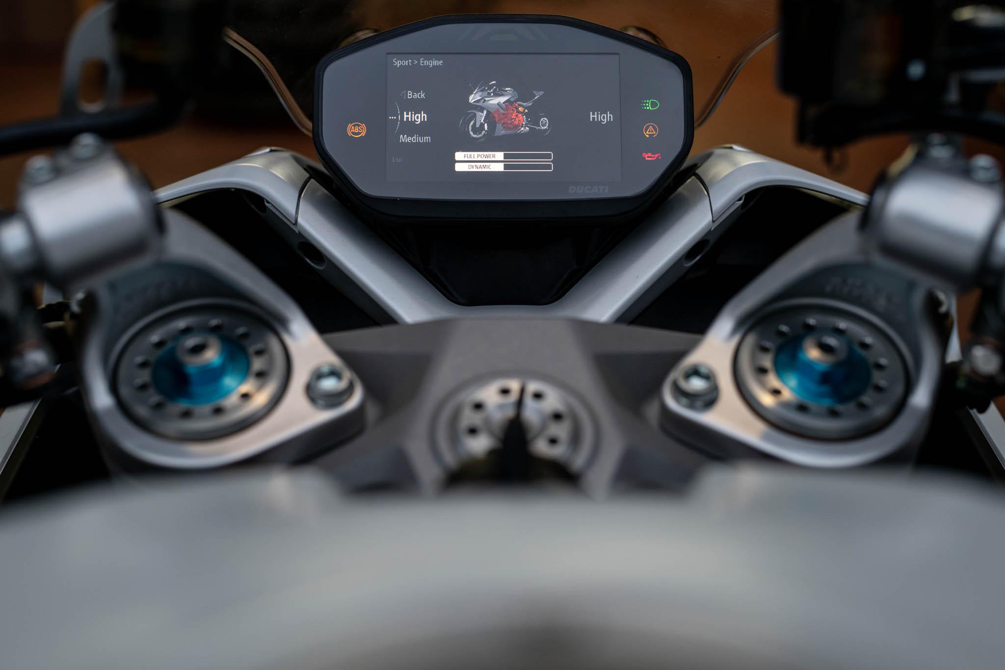 Ducati_SuperSport_950_2021_details-23