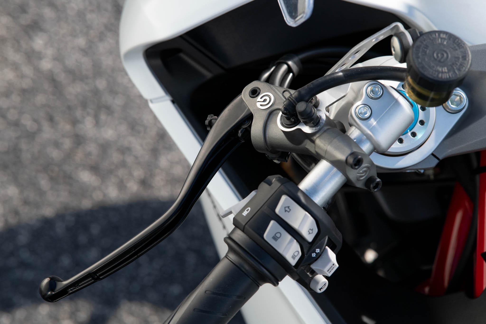 Ducati_SuperSport_950_2021_details-4