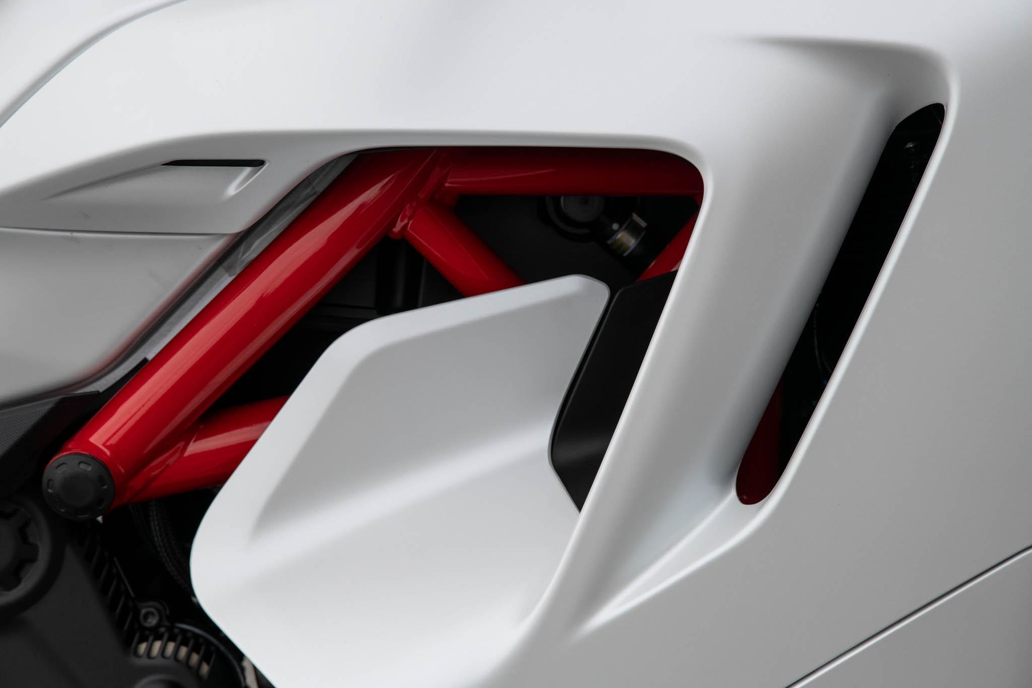 Ducati_SuperSport_950_2021_details-8