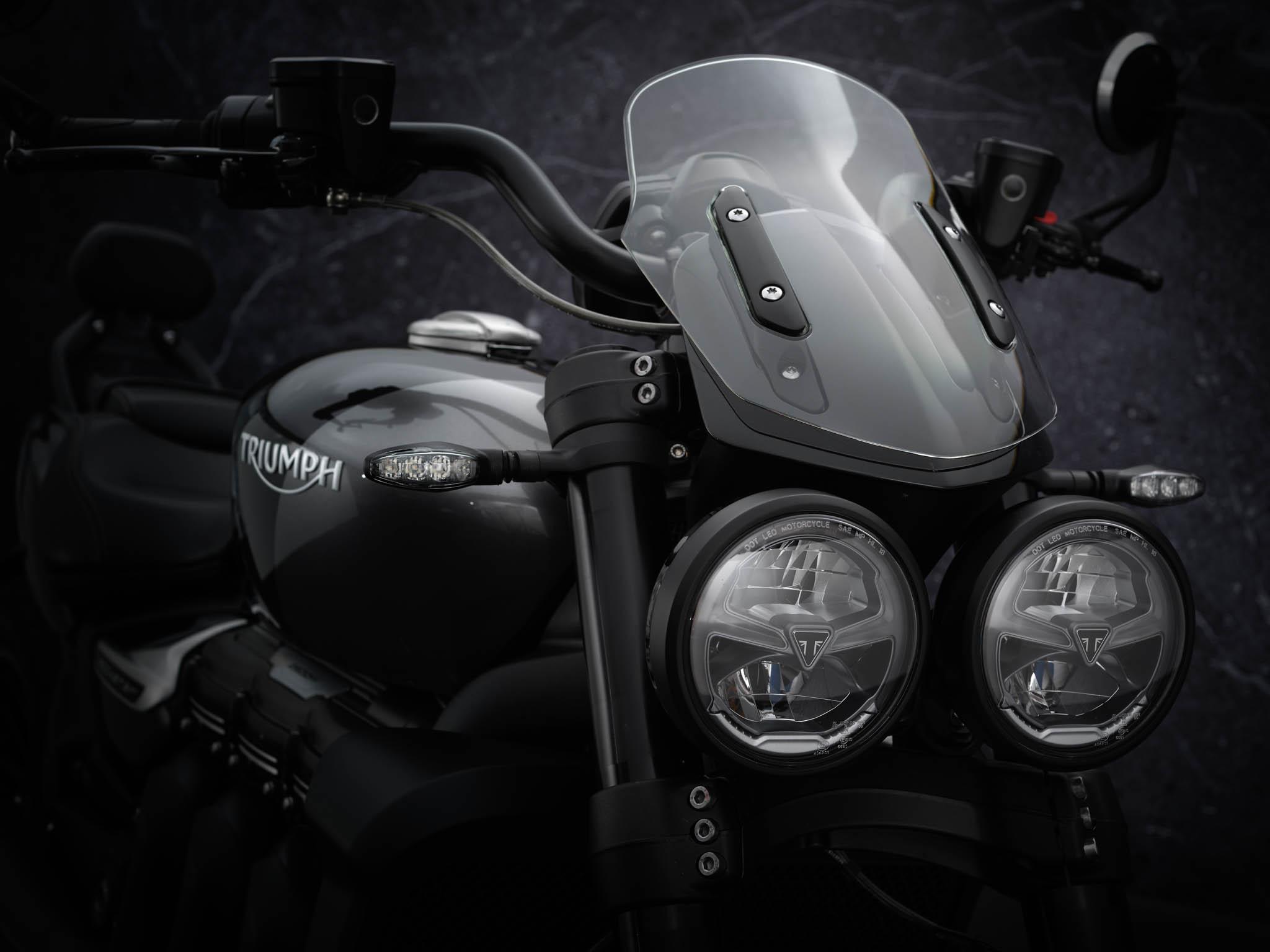 Triumph-Rocket-3-GT-Triple-Black-details-1