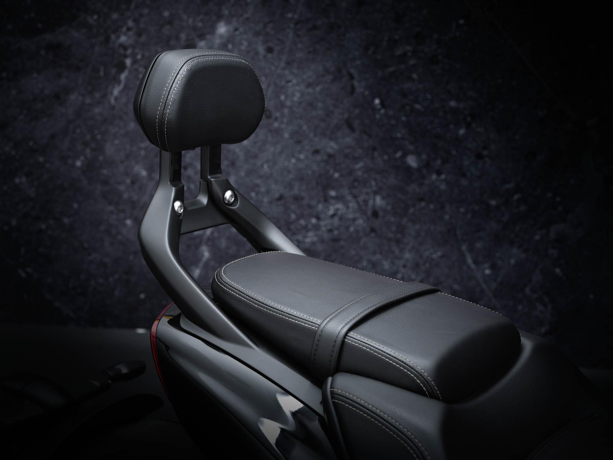 Triumph-Rocket-3-GT-Triple-Black-details-4