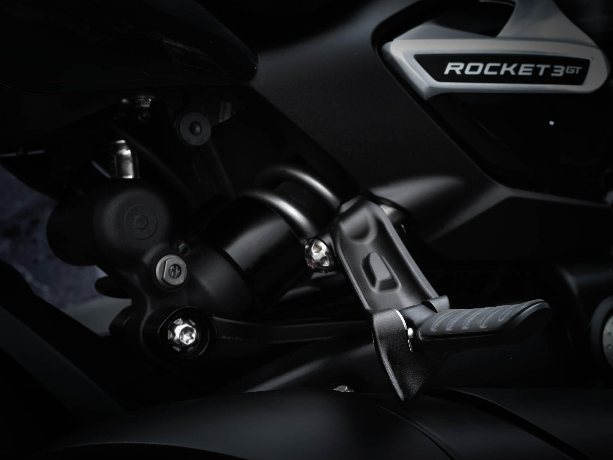 Triumph-Rocket-3-GT-Triple-Black-details-6