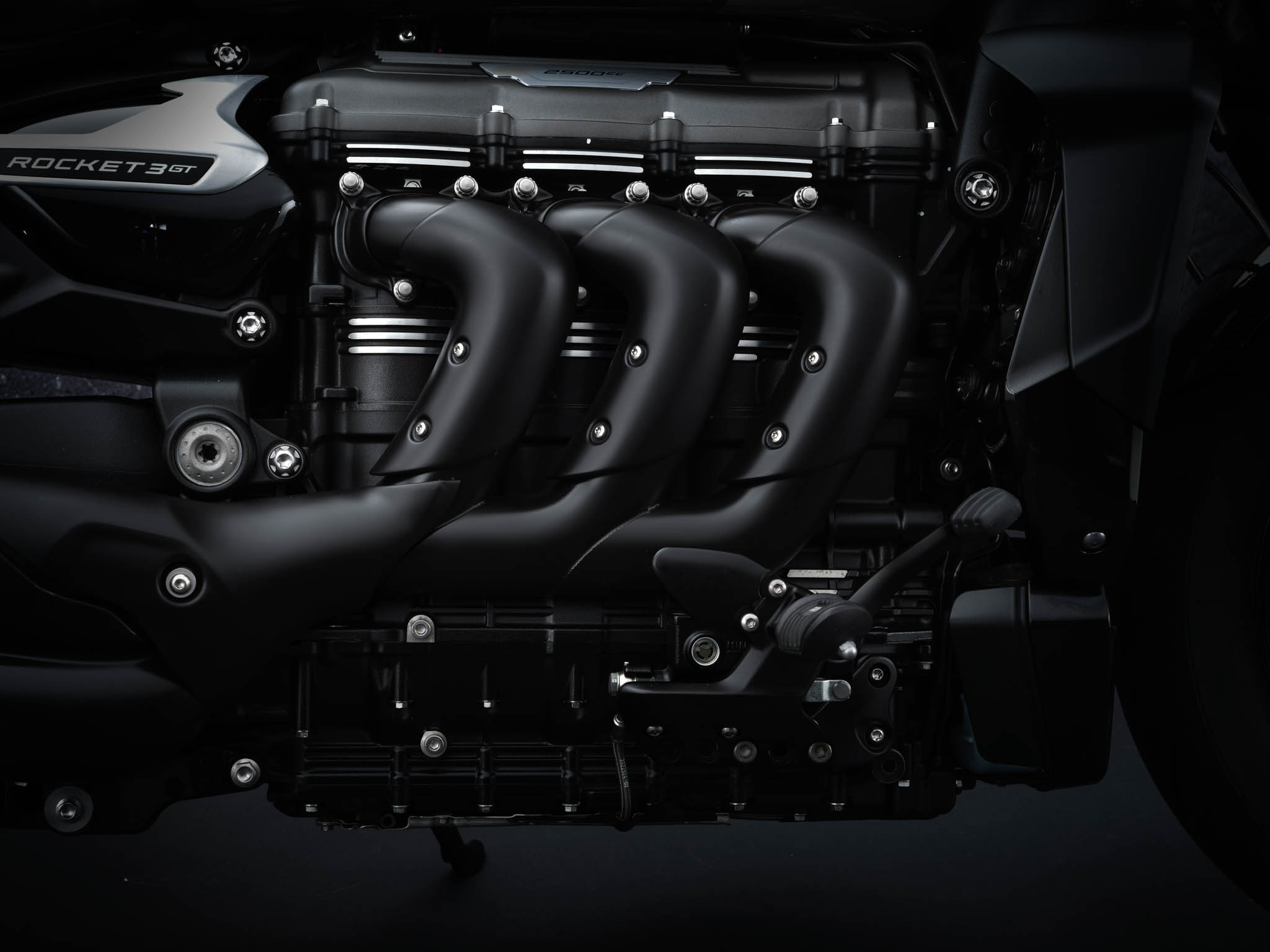 Triumph-Rocket-3-GT-Triple-Black-details-7