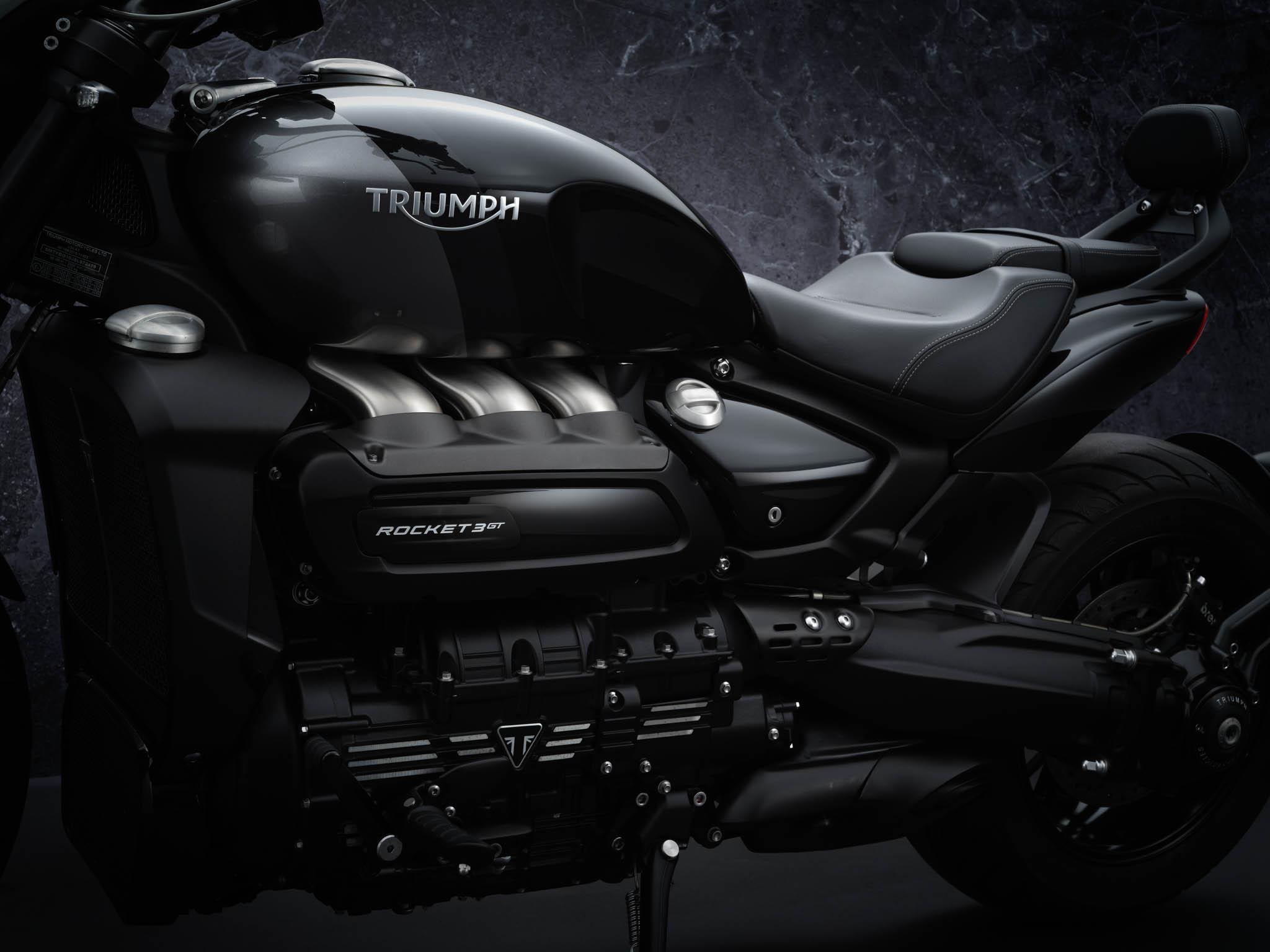 Triumph-Rocket-3-GT-Triple-Black-details-9