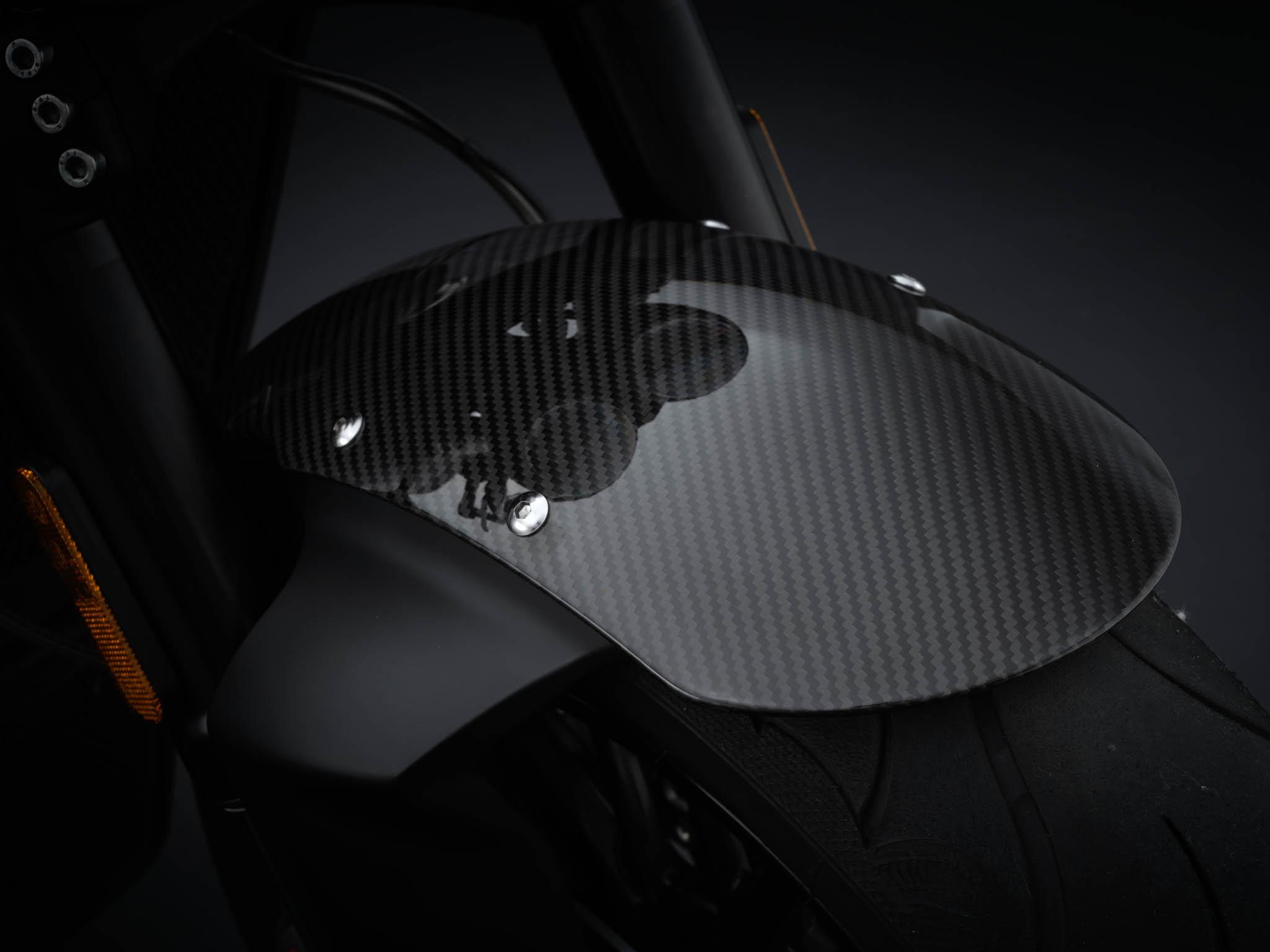 Triumph-Rocket-3-Roadster-Triple-Black-Details-1