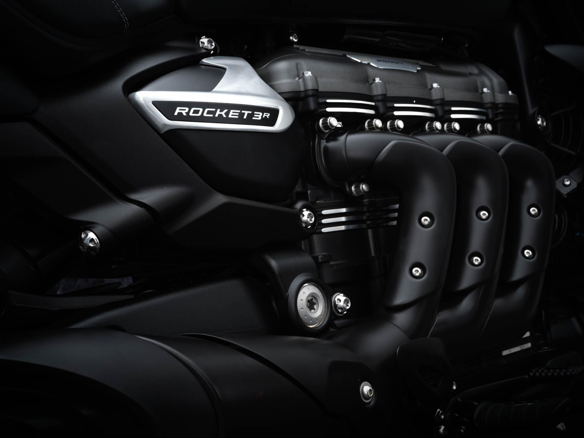 Triumph-Rocket-3-Roadster-Triple-Black-Details-4
