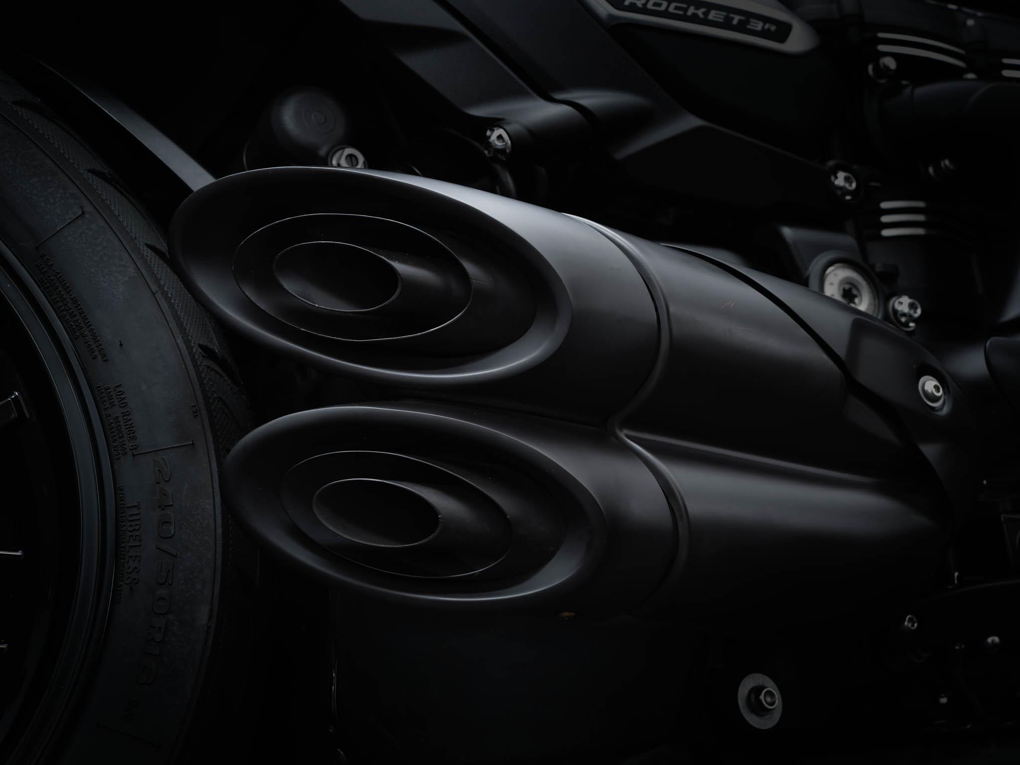Triumph-Rocket-3-Roadster-Triple-Black-Details-5
