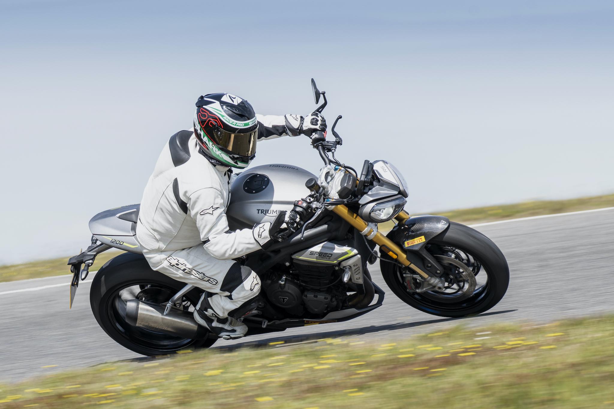 Triumph_Speed_Triple_1200_RS_Pau_Track_small99