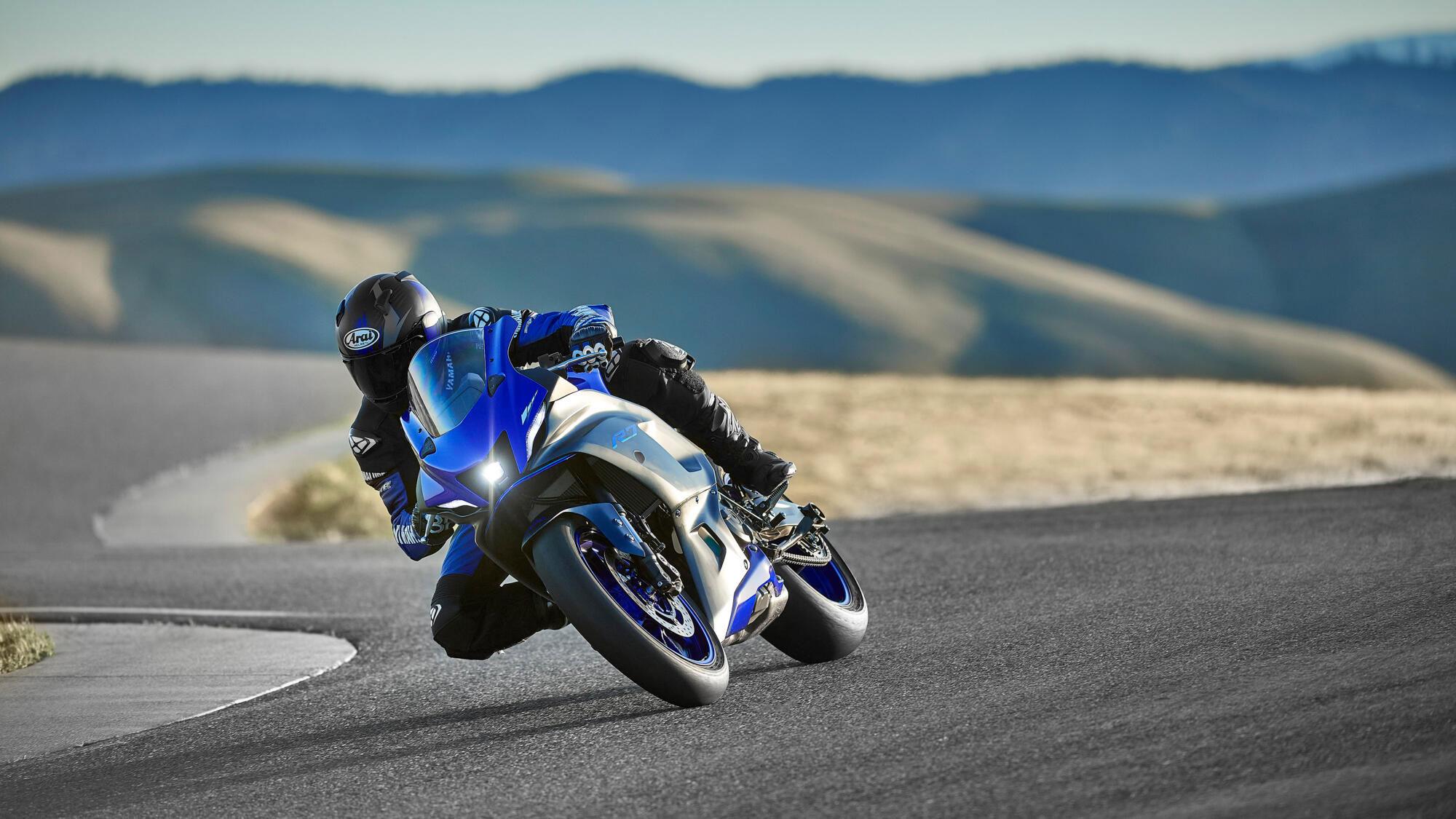 Yamaha-R7-O