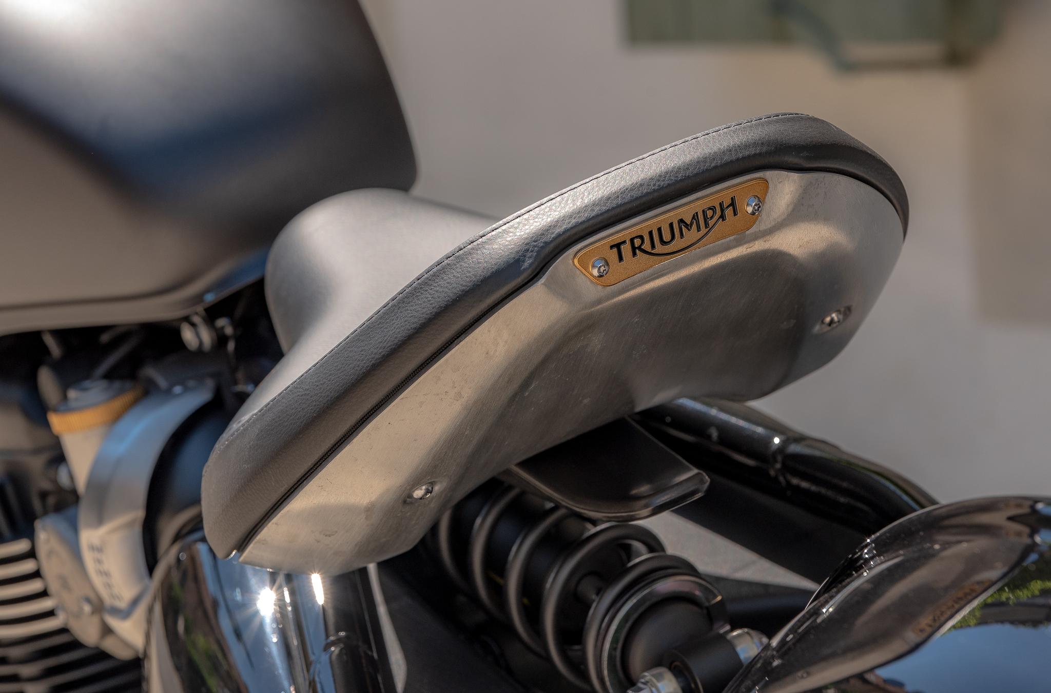 Triumph selle