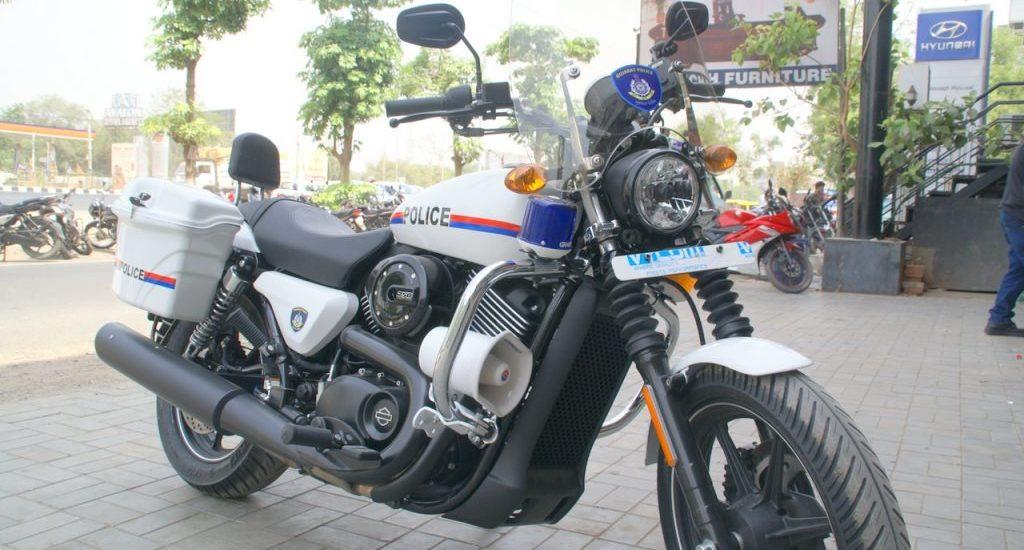 Des Harley pour la police du Gujarat, avec des cours pour éviter les accidents