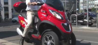 Le MP3 en scooter-sharing, mode d'emploi pour banquier milanais :: Vidéo
