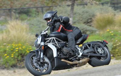 X Diavel: bas, long et noir… le nouveau cruiser de Ducati est un projectile nocturne en plein jour :: Ducati