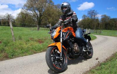 Une motarde renoue avec les deux roues sur une CB 500 F :: Test Honda