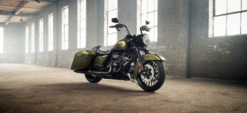 La version Special assombrit la Harley Road King