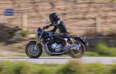 Les CB 1100 RS et EX, soeurs jumelles pour motards différents :: Test Honda