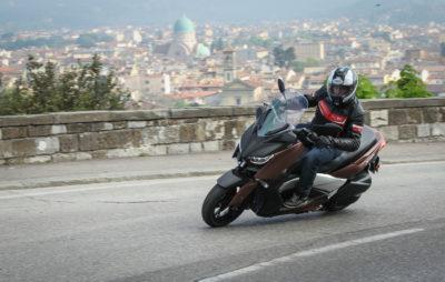 L'XMAX 300: moteur libéré et touche premium :: Yamaha