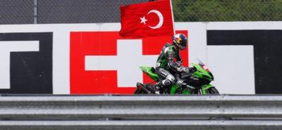 L'hymne turc résonne une seconde fois grâce à Razgatlioglu :: STK 1000 Donington