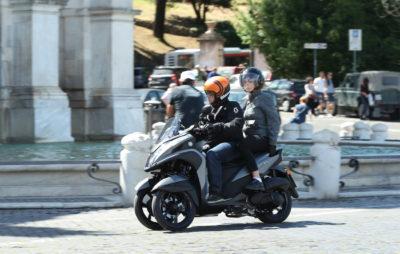 Un Yamaha Tricity plus punchy sur les pavés romains :: Trois-roues