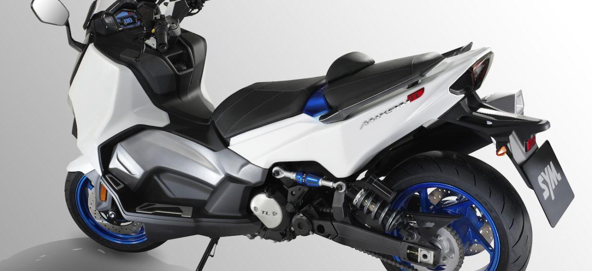 Le TL, un maxi-scooter avec un nouveau moteur bicylindre chez Sym
