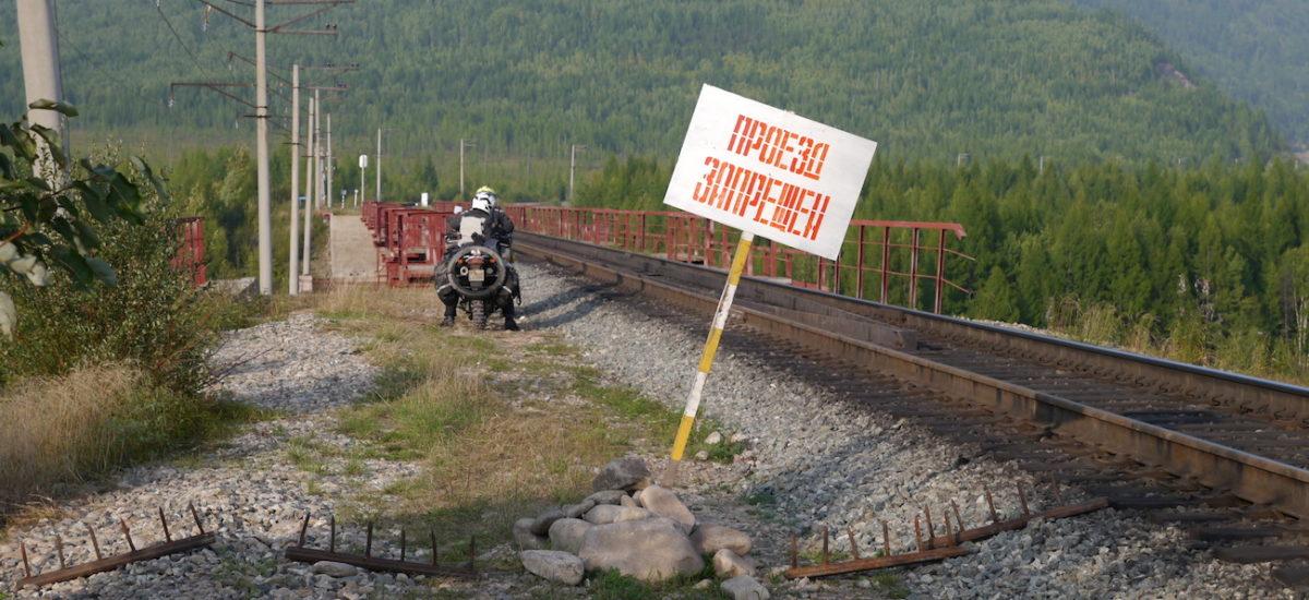 Il achète des habits moto… et part jusqu'au bout de la Sibérie sur son Hirondelle