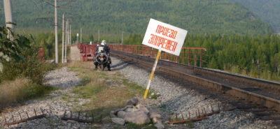 Il achète des habits moto… et part jusqu'au bout de la Sibérie sur son Hirondelle :: Voyage et aventure