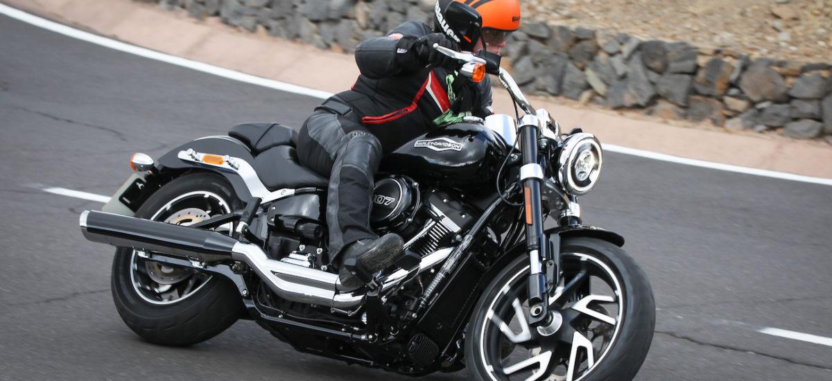 Il restait un nouveau membre de la famille Softail à découvrir chez Harley, la Sport Glide