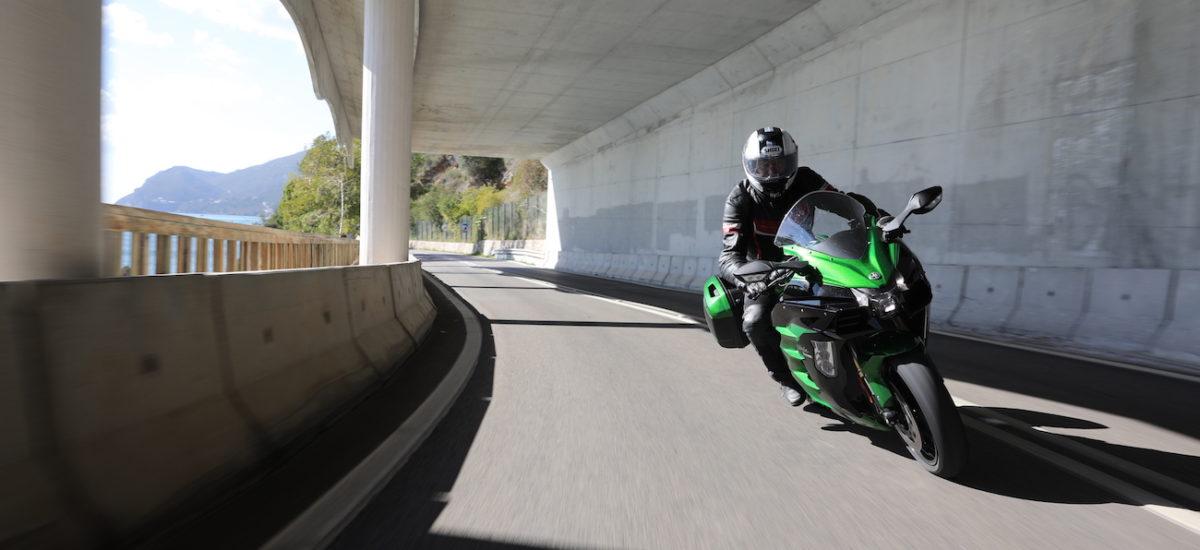 La Kawasaki Ninja H2 SX, ou le voyage moto compressé