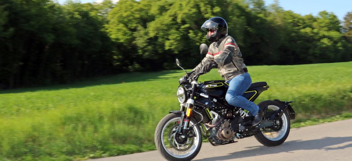La Husqvarna Svartpilen, une petite moto pionnière au look unique