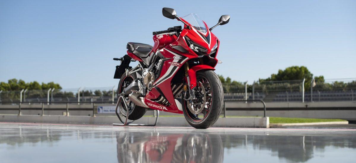 La Honda CBR 650 F devient CBR 650 R (plus sportive), plus proche de la Fireblade