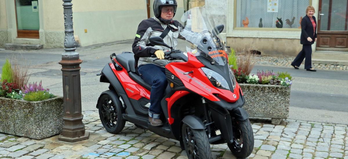 Le Quadro Qooder à 4 roues inclinables, pilotable avec le permis voiture