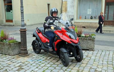 Le Quadro Qooder à 4 roues inclinables, pilotable avec le permis voiture :: Quadro