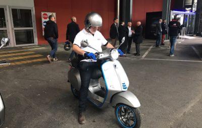 Notre (court) essai de la Vespa Elettrica au salon de Milan :: Vespa