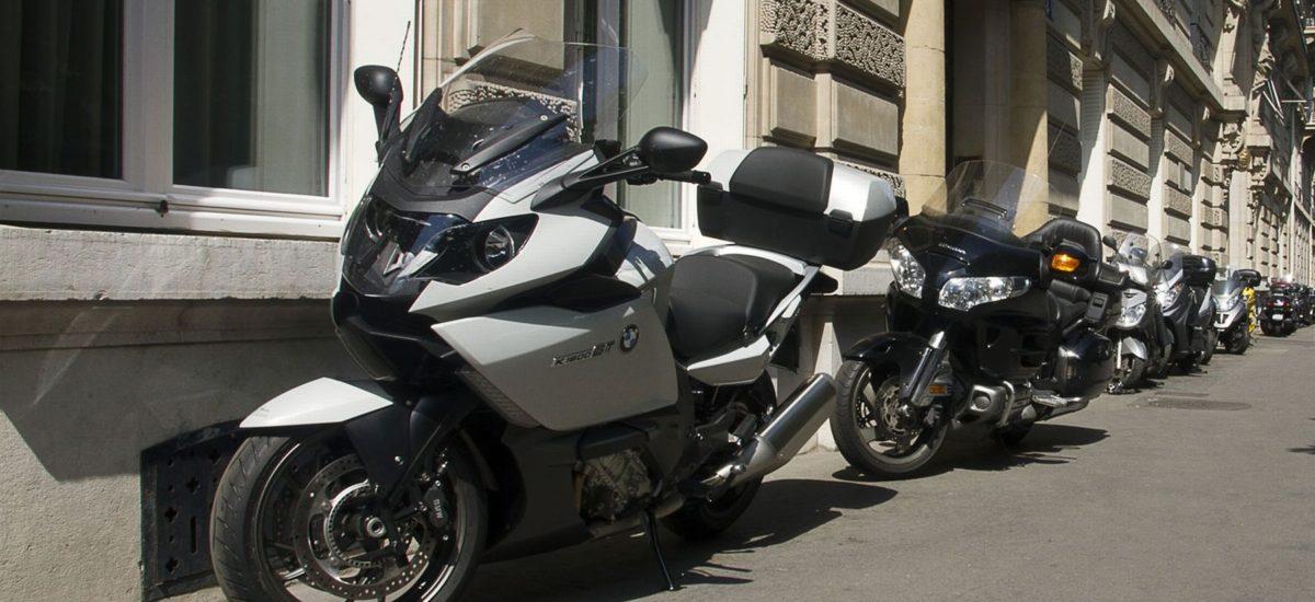 Le Tribunal fédéral juge que motos et scooters n'ont rien à faire sur les trottoirs