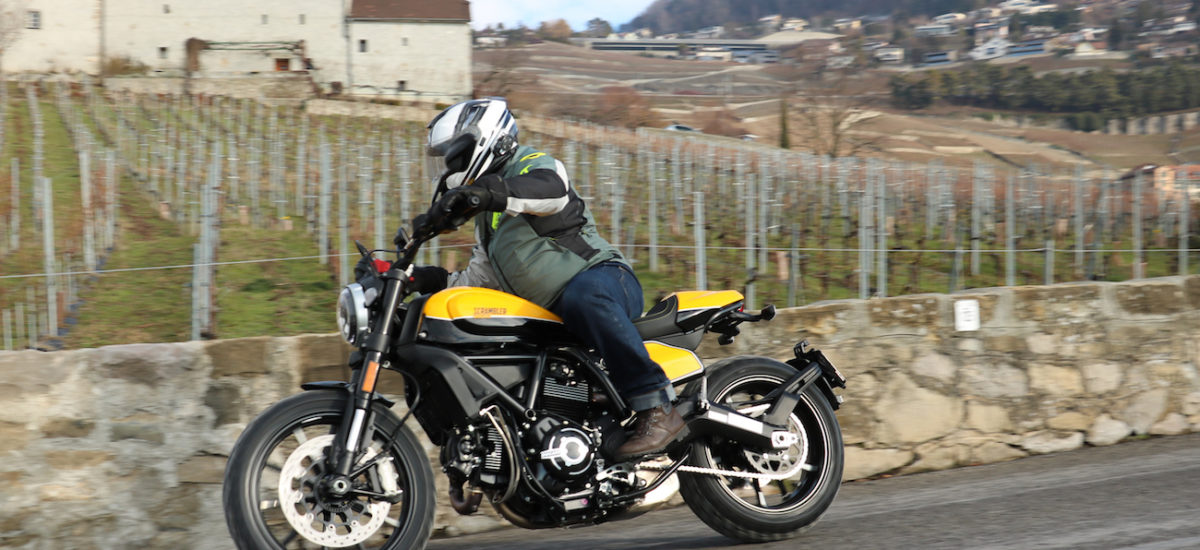 Le Scrambler Ducati Full Throttle, moto culte et facile, en jaune