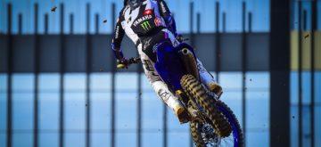 Jeremy Seewer sur le podium du Grand Prix motocross d'Indonésie
