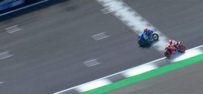 Génial, le gros coup d'Alex Rins qui coiffe Marc Marquez sur le fil! :: MotoGP G-B