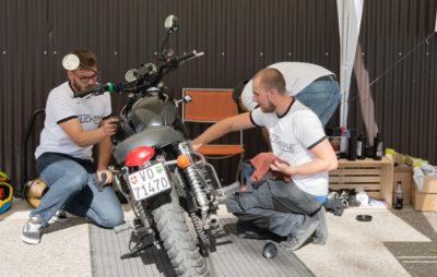 Neuch'Bike, un motard qui fait resplendir votre moto :: Service de nettoyage