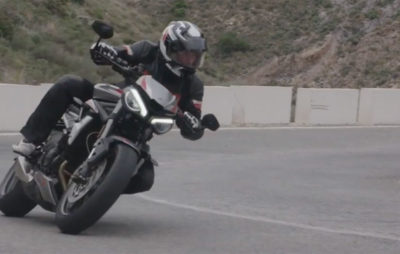 La Triumph Street Triple RS tantôt route tantôt piste :: Streetfighter british