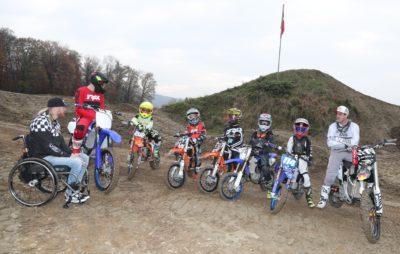 Des enfants à l'école du Supercross de Genève avec Matt Rebeaud :: Entraînement