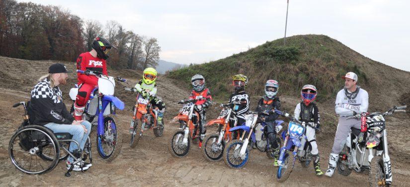 Des enfants à l'école du Supercross de Genève avec Matt Rebeaud :: Entraînement :: ActuMoto