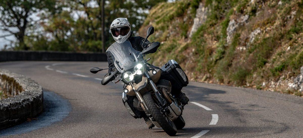 Essai Moto Guzzi V85TT Travel – l'Italie sait aussi être raisonnable