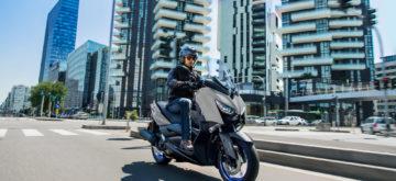 Le scooter sportif Yamaha XMAX 125 version 2021 est sobre comme un chameau!