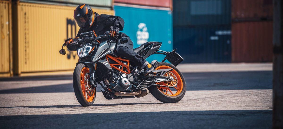 Nouveaux coloris, moteur euro 5 et quickshifter pour la KTM 390 Duke