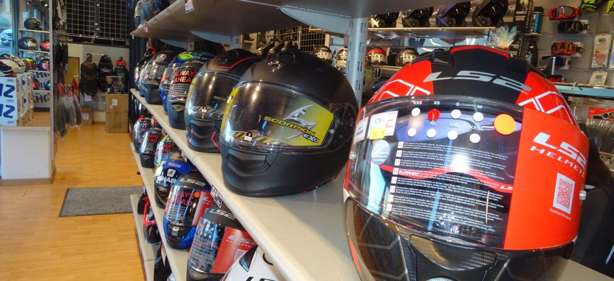 Les boutiques moto ne peuvent plus vendre des casques en direct