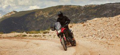 Suspensions et freins de la CB 500 X améliorés pour 2022 :: Nouveauté