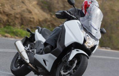 Une moto en habits de scooter :: Honda